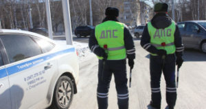 Фото: В Стерлитамаке служащие ГИБДД поздравили женщин водителей с 8 Марта