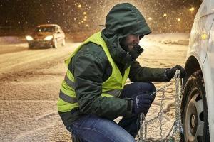 В РФ вступило в силу правило о светоотражающих жилетах для водителей