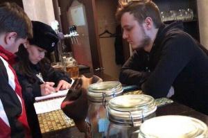 Photo of В Уфе молодогвардейцы проверили кальянную, где несовершеннолетним продавали табак и спиртное