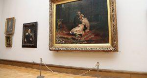 В Третьяковской галерее вандал напал на картину «Иван Грозный и сын его Иван 16 ноября 1581 года»