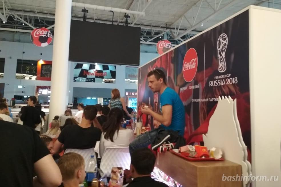 Photo of Уфимцы, пришедшие посмотреть матч Россия-Хорватия на большом экране в «Мегу», не могут поболеть за нашу команду
