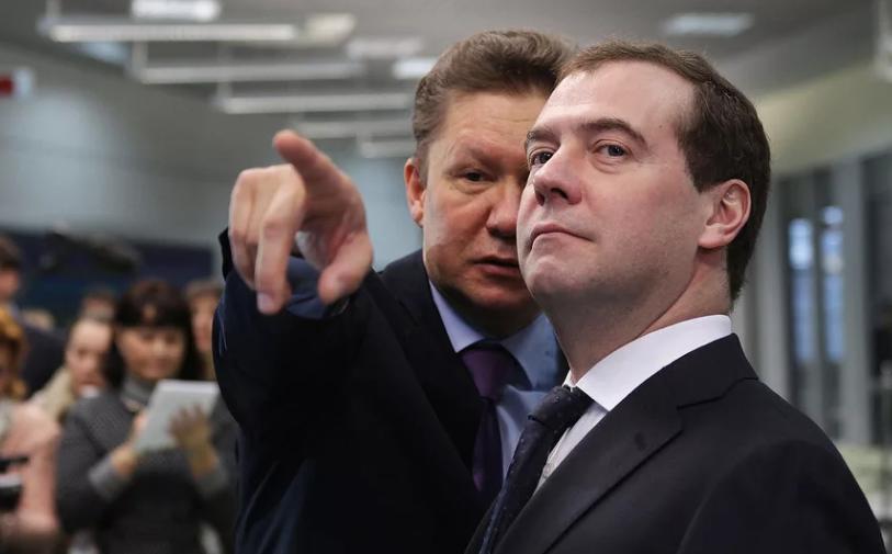 Медведев в отставку