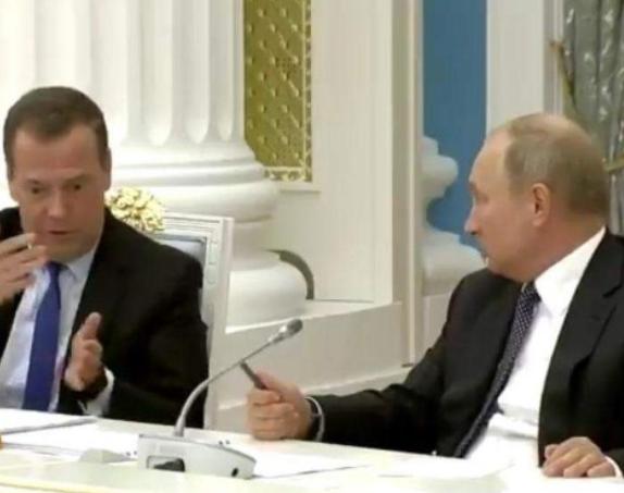 Photo of Соц сети поставили диагноз Путину: проблемы со здоровьем