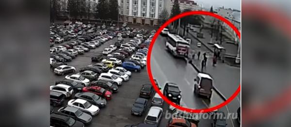 Photo of Водителя автобуса, который зацепил и протащил женщину на Советской площади, еще не нашли