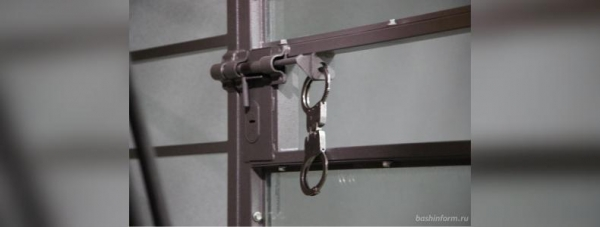 Photo of В Башкирии суд оставил под арестом двоих подозреваемых в изнасиловании дознавателя