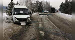 В Башкирии в массовом ДТП пострадала пассажирка микроавтобуса