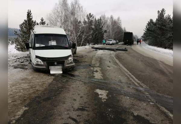 Photo of В Башкирии в массовом ДТП пострадала пассажирка микроавтобуса