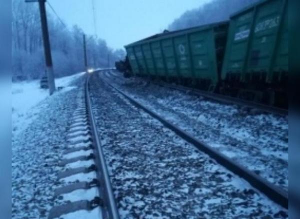 Photo of В Оренбуржье товарный поезд сошел с рельсов на границе с Башкирией