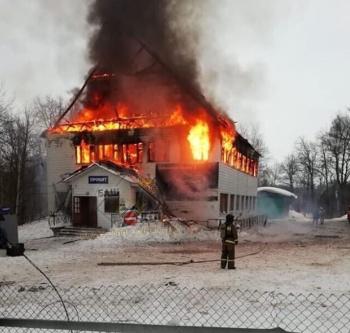 Photo of На горнолыжке Куштау произошел серьезный пожар: сгорело одно из зданий горнолыжного комплекса