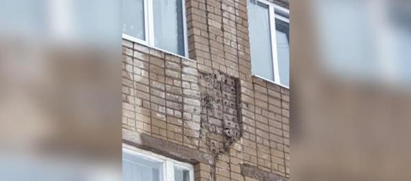 Photo of В Стерлитамаке обрушилась часть кирпичной кладки стены общежития пожарной части