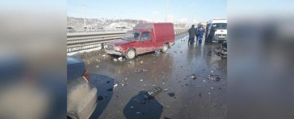 Photo of В Уфе столкнулись четыре автомобиля, пострадали три человека