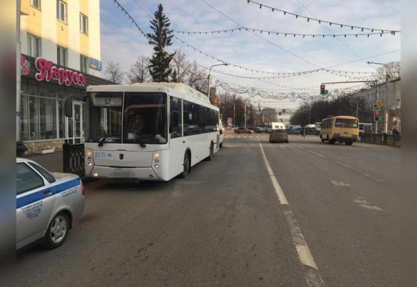 Photo of В Уфе три человека пострадали после резкого торможения автобуса