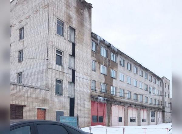 Photo of Вчера обрушилась часть стены в общежитии пожарной части Стерлитамака