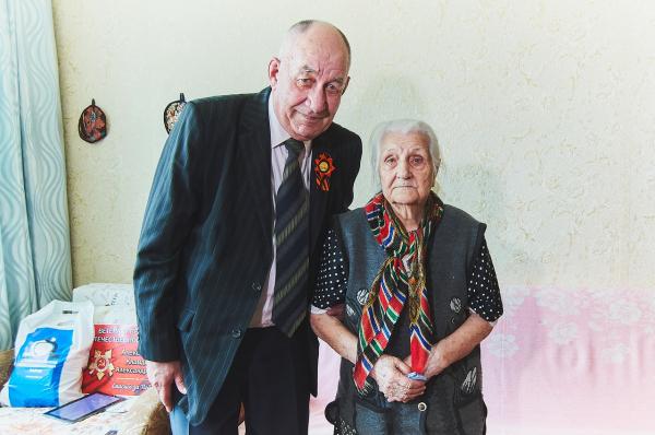 Сотрудники предприятий группы компаний «ТАУ» поздравили ветеранов 3