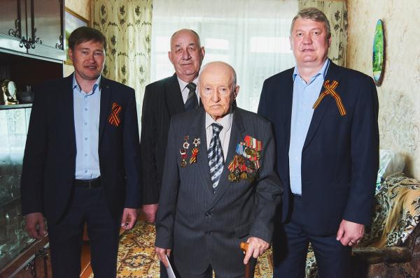 Сотрудники предприятий группы компаний «ТАУ» поздравили ветеранов 1