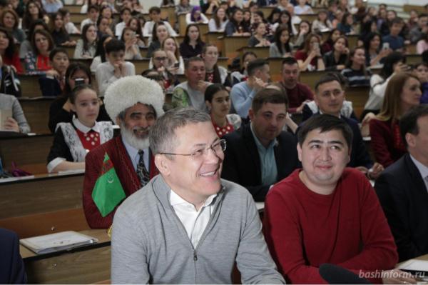 Photo of Стало известно, как написал диктант по башкирскому языку Радий Хабиров