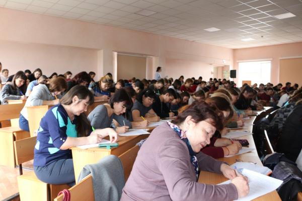 В Стерлитамаке прошел диктант по башкирскому языку5
