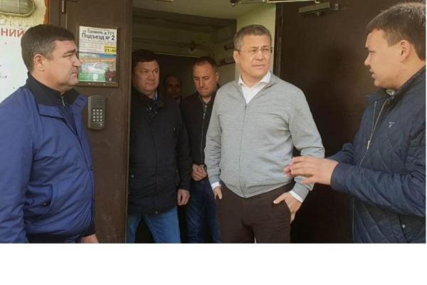 В Уфе Радий Хабиров проинспектировал, как идет ремонт подъездов0