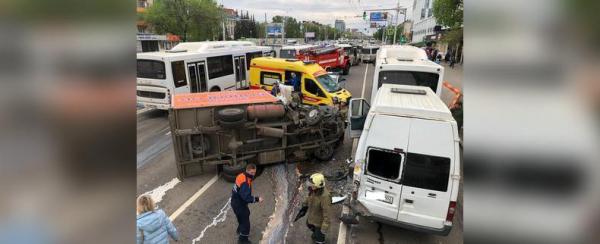 Photo of В Уфе в столкновении двух автобусов и грузовика на проспекте Октября пострадали пассажиры