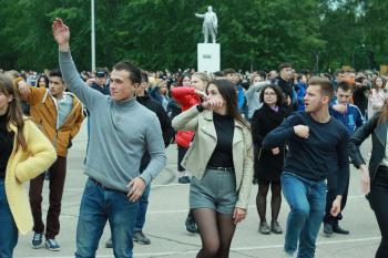 Photo of Видео: Более 1000 выпускников Стерлитамака станцуют завтра на «Весеннем балу-2019»