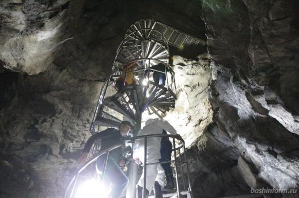 Радий Хабиров побывал в закрытых залах пещеры Шульган-Таш3