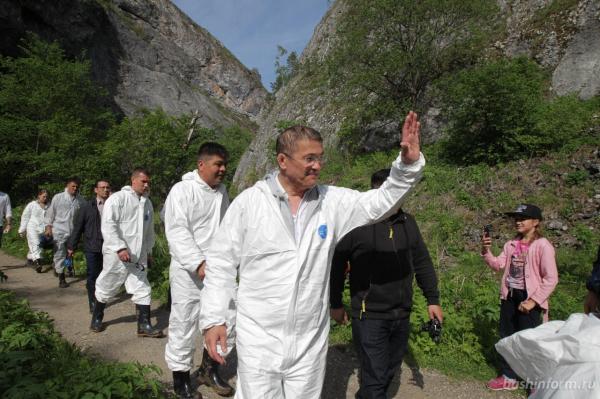 Радий Хабиров побывал в закрытых залах пещеры Шульган-Таш6