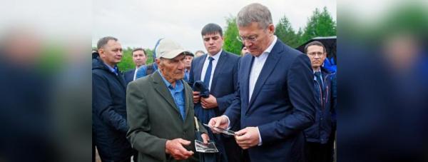 Радий Хабиров почтил память погибших в Улу-Телякской катастрофе2