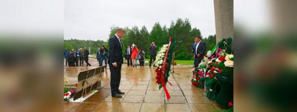 Радий Хабиров почтил память погибших в Улу-Телякской катастрофе1