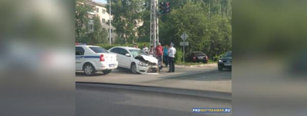 Photo of В Нефтекамске на перекрестке улиц Социалистическая и проспект Юбилейный произошло серьезное ДТП