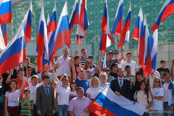 Photo of В России празднуют День Государственного флага