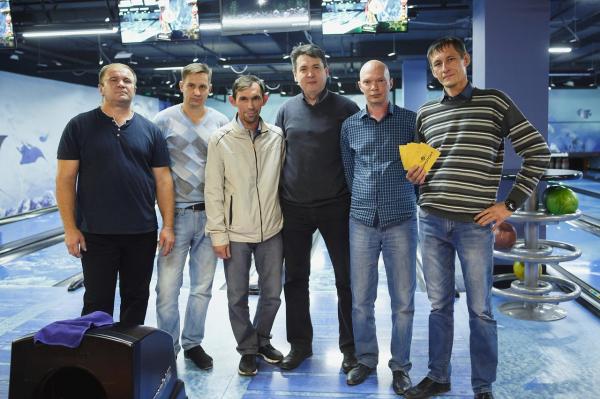 Страйк за страйком – в «ТАУ» состоялся турнир по боулингу4