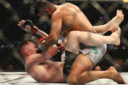 Боец UFC решил опротестовать собственную победу0