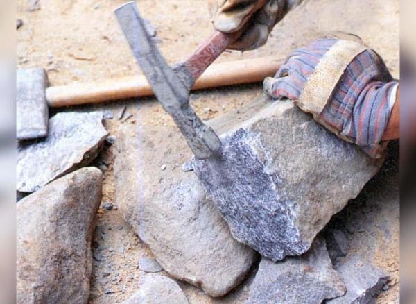 Работник завода в Башкирии погиб под гранитным камнем0