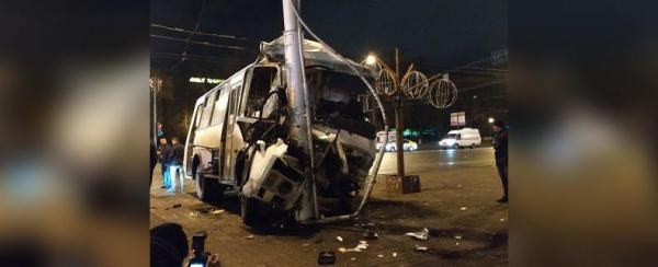 Уфимский частный перевозчик, кому принадлежит попавший вчера в аварию ПАЗ, сообщил, кто виноват в ДТП0