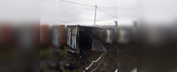 В Башкирии после пожара в металлической будке нашли тела троих мужчин0
