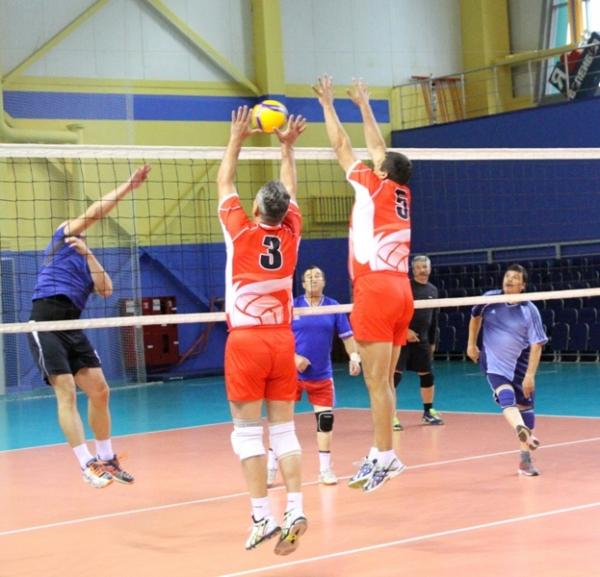 В Стерлитамаке прошел турнир по волейболу среди команд ветеранов юга Башкирии2