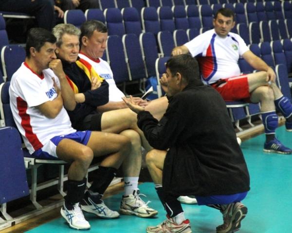 В Стерлитамаке прошел турнир по волейболу среди команд ветеранов юга Башкирии3
