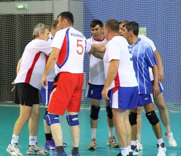 В Стерлитамаке прошел турнир по волейболу среди команд ветеранов юга Башкирии4