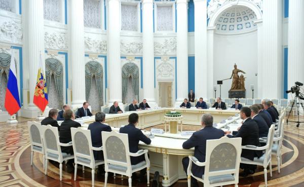 Photo of Владимир Путин встретился с избранными главами регионов
