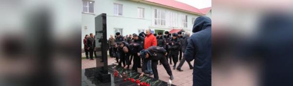 Photo of Полицейские Стерлитамака почтили память коллег, погибших при исполнении служебного долга