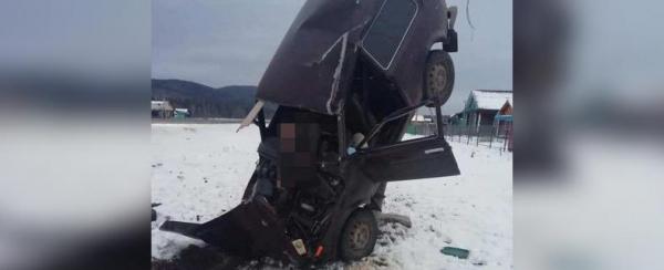 В Башкирии мужчина на «Ниве» погиб, врезавшись в электроопору0