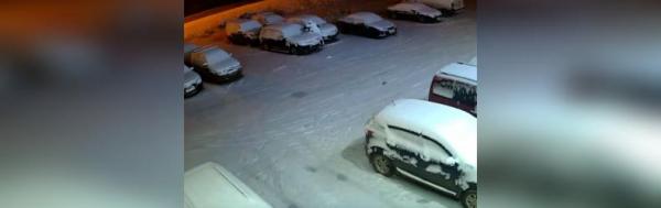 Photo of Видео: В Стерлитамаке человек в белом поджег автомобили на стоянке автоцентра
