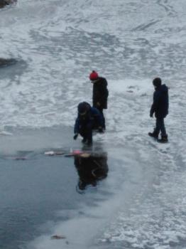 В Стерлитамаке маленьких мальчиков застали за опасным занятием0