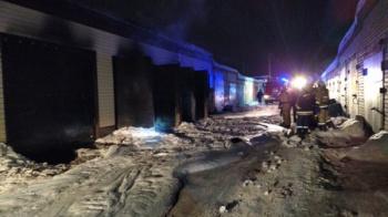 Photo of В Стерлитамаке во время ночного пожара в гараже сгорели три автомобиля